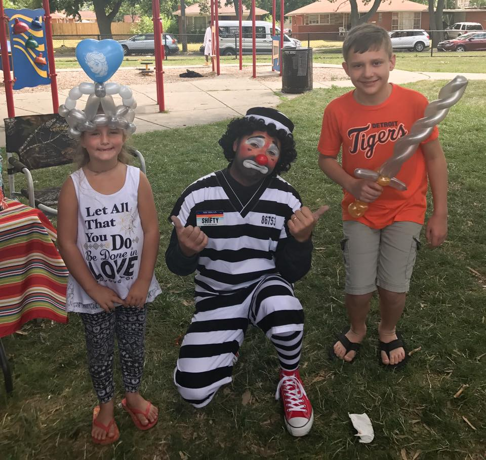 Shifty The Clown with balloons and kids