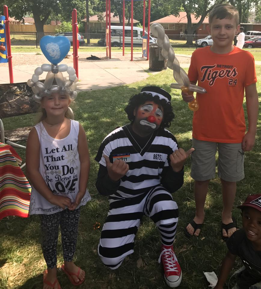 Shifty The Clown with kids and their balloons